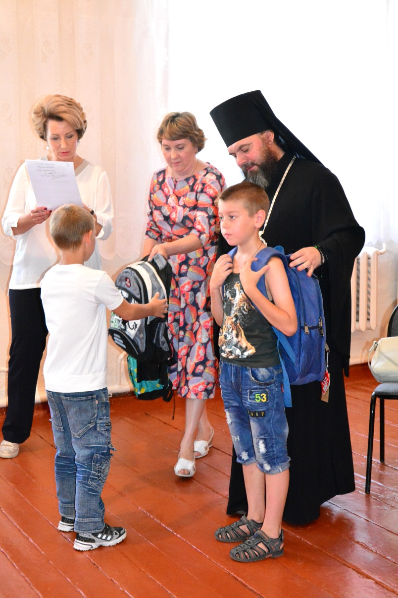 Совместно с Балашовской Епархией, программой «Спаси Жизнь» и жителями города Балашова было собрано и подарено 10 портфелей с канцтоварами, 15 наборов канцтоваров и 6 пар обуви.