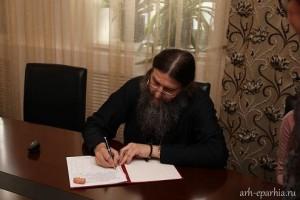 Митрополит Архангельский Даниил в присутствии представителей Общества православных врачей подписал обращение за запрет абортов