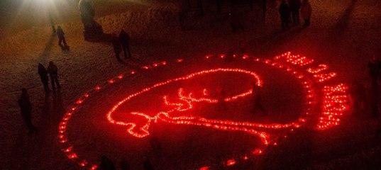 В ходе акции во имя спасения жизни нерожденных младенцев зажгли около 500 лампад, выложив их в форме эмбриона