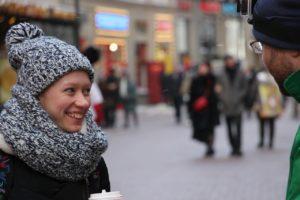 Добровольцы движения «За жизнь!»задавали гуляющим по Арбату людям вопросы
