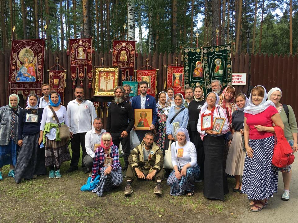 Участники Царского крестного хода «За жизнь и семью» в Екатеринбурге