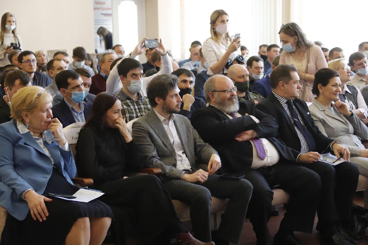 Более 500 человек приняли участие в первом Всекузбасском форуме отцов